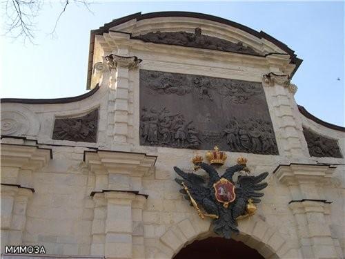 А это уже Петровские ворота, они ведут внутрь основной части крепости - 2