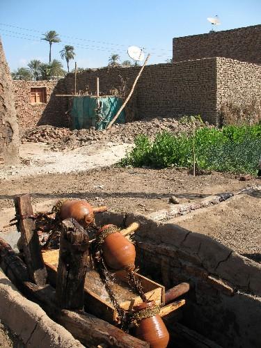 Приспособление для воды, которую используют для полива… Приспособление-то прадедовское, а антенны с... - 2
