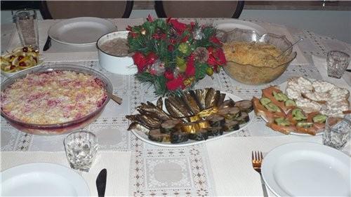 Можно я тоже свой скромный столик выставлю мы отмечали мужа день рождния в маленьком кругу друзей - 2