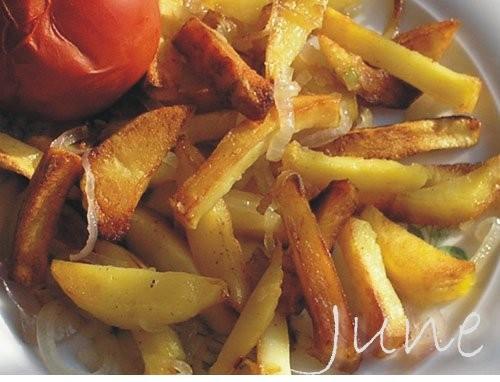 Жареный картофель(секрет не прилипания) Когда моя мама училась в институте и жила в общежитии, то в...