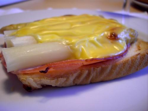Бутерброд со спаржей Вообще-то мы это блюдо можем есть на завтрак, на обед и на ужин, но я решила в...