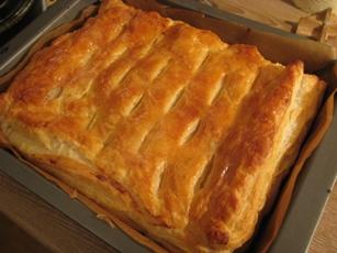 Пирог с брынзой и укропом Упаковка слоёного теста, брынза, свежий укроп, яйцо, ложка сметаны - 9