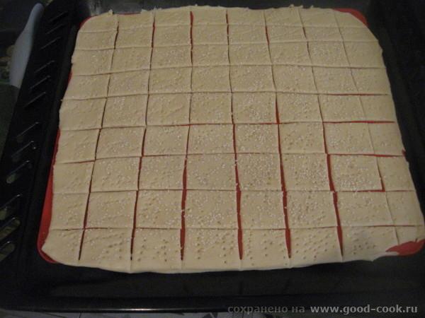 Тесто можно посыпать кунжутом, солью (чтоб солененькие крекеры получились), перцем, травами , разными специями и т - 4