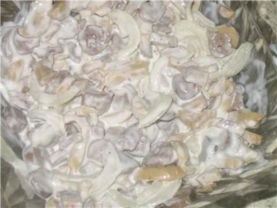 А у нас были вот такие салатики ИЗ куриного сердца с шампиньонами Оливье по-польски от Иры Jazzinit...