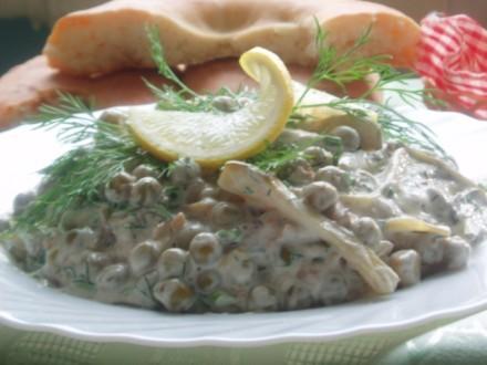 А вот еще нашла фотки,салат Шпротик,такой вкуснненький,делала его маме