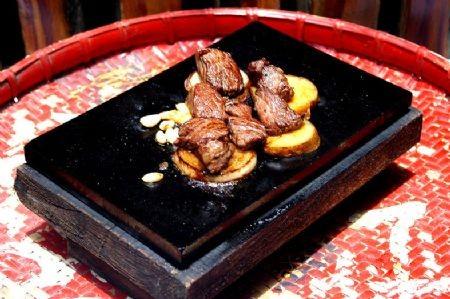 Говядина жареная в бамбуковом колене Для приготовления данного блюда следует выбрать свежую говядин... - 2