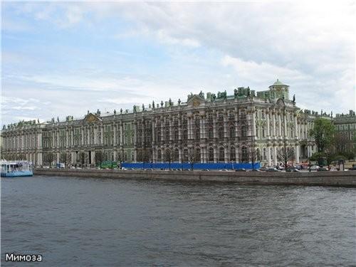 Вид на Зимний дворец с Дворцового моста