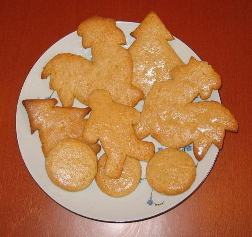 Ну и печеньки-пряники золотистые, но не украшенные подобных рецептов множество, я взяла с кукинга,...