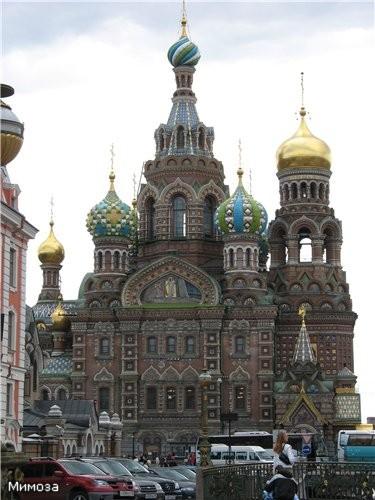 А сейчас мы с вами подходим к одну из самых красивейших соборов Петербурга и одновременно к одному...