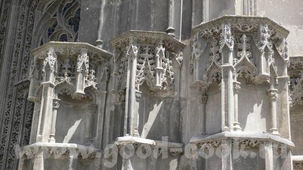 А это пусть не замок, а собор, в Tours, но меня он так впечатлил - 5