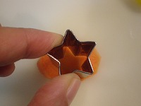 макароны , как украсить вареной морковкой я думаю такие масенькие формочки можно добыть из детских... - 2