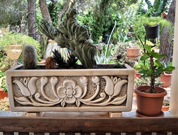 Во дворе церкви находится восхитительный сад , где можно любоваться различными икебанами из камней,... - 2