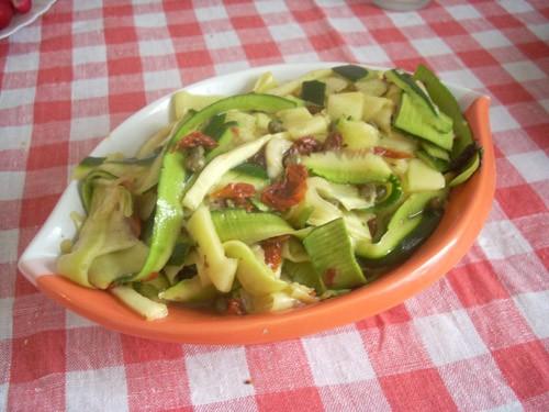вообще-то этот салат - состовляющая рецепта лосося, но я его поставлю отдельно, т