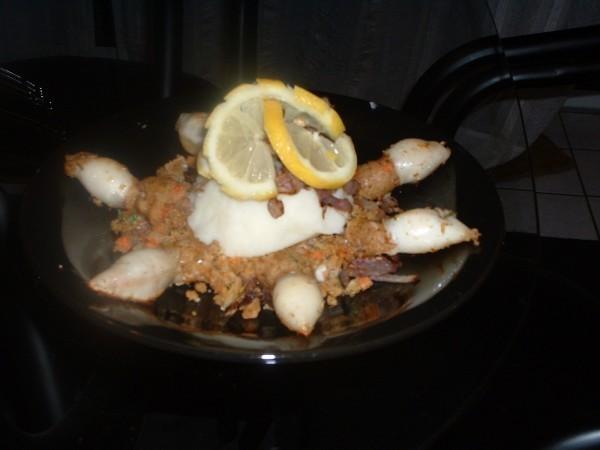 рулетик так апетитно выглядит прямо слюнки текут А у нас вчера на ужин били фаршированые кальмары с...