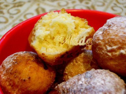 Попробуйте пончики с хрустящей корочкой и нежной внутренностью(взяты из рецептов у мамы) Творожные...