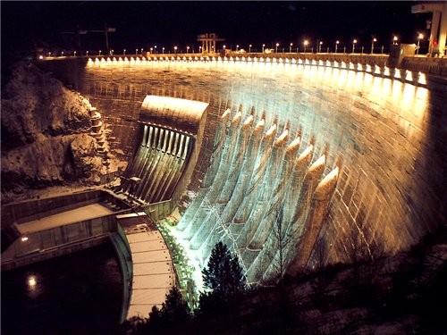 Так выглядит Плотина в вечернее и ночное время