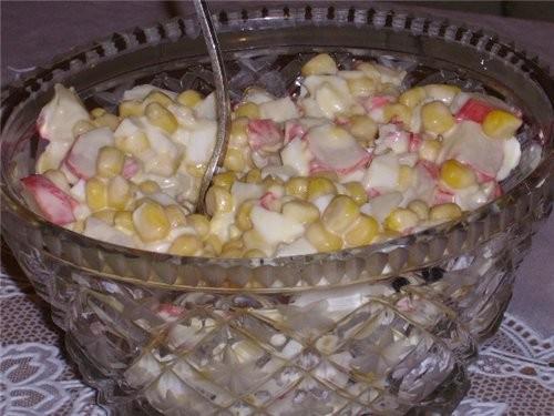 Салат из крабовых палочек тоже очень известен
