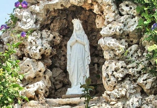 Повсюду многочисленные статуи Девы Марии - 2