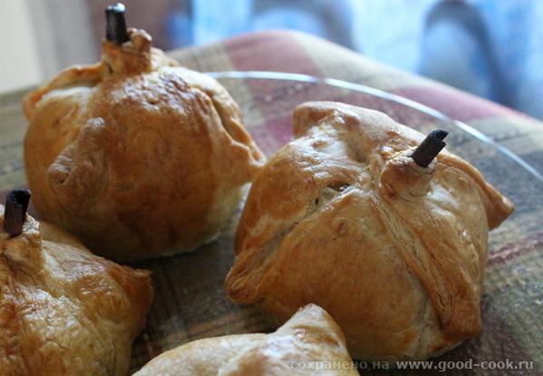 Яблоки, запечённые в слоеном тесте.