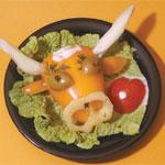 ОТСЮДА Бычки из «Картошки» Слепите мордочки, для этого просто сожмите готовое пирожное чуть ниже се... - 2