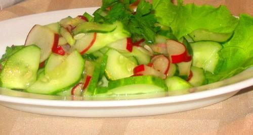 """Салат """"Камчатка"""" Рис отварной, кукуруза, свежий огурец, крабовые палочки, соль, зелень, майонез - 2"""