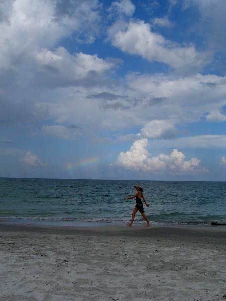 Девочки, я забегом и набегом )) Сегодня радуга была, я не могла не сфотать