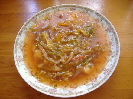 Пролетна супа капуста-нашинковать лук-порей мелко порезать чеснок-выдавить через чесночницу морковь...
