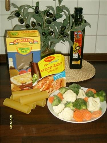 Фарш Каннелони сливки морковку лук, соль, перец Броколи и цветная капуста (если нет можно грибы) Сы...