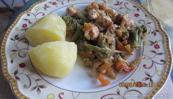 У меня сегодня на ужин Курица тушеная с брокколи и болгарским перцем от Ирины Кутовой и отварной картофель На форуме пи...
