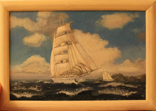 У меня тоже картина с корабликом не особо цветная,но мужу нравится