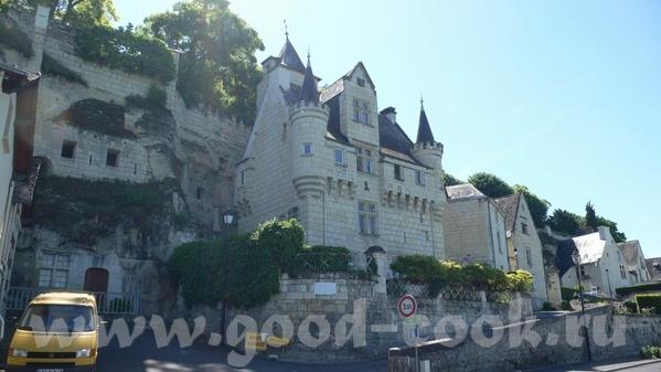 Следующую партию фотографий можно назвать: Замки Луары Это вид на город и замок Saumur: В замок мы... - 4