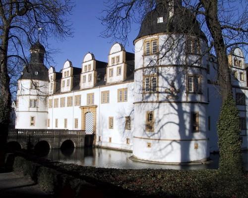 """Вот такой замок стоит в одной из частей Падерборна, которая так и называется """"Schloss - Neuhaus"""" -..."""
