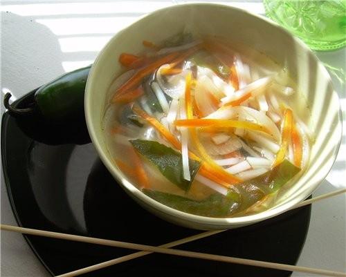 Японский рыбный суп с водорослями