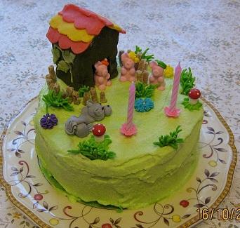 А вот я делала тортики на дочкины дни рождения