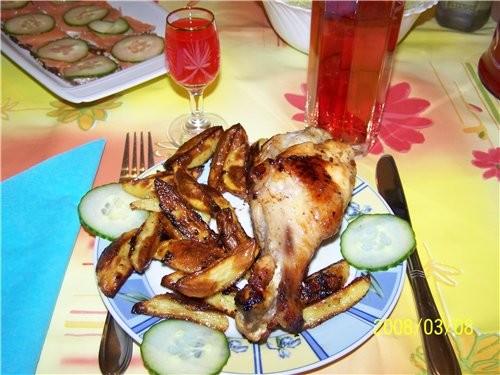 А на 8 Марта готовила маленький семейный ужин БУТЕРЫ С РЫБКОЙ САЛАТ СО СВЕЖЕЙ КАПУСТКОЙ А на горяче... - 3