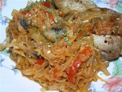 А вот на ужин натушила капусточки + грибочки + сладкий перчик + немного томатного сока - 2