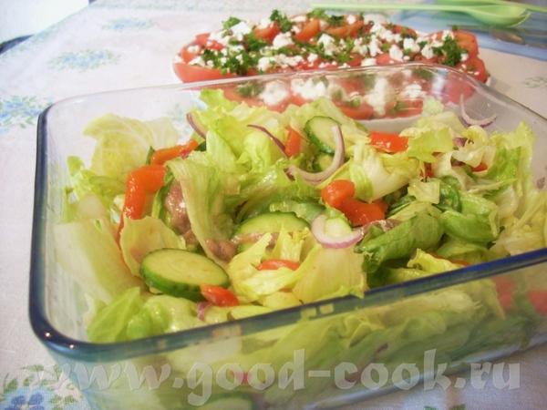 """Листовой салат с печёным перцем и анчоусами Надо (на 4-6 порций): салат """"айсберг""""- 1 кочан анчоусы..."""