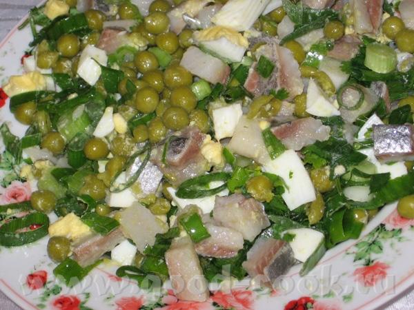 """Салат из консервов """"Иваси"""" Продукты: 250 гр консервов """"Натуральная сельдь иваси"""" 1 стакан консер"""