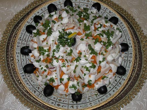 На обед приготовила салат АДМИРАЛТЕЙСКИЙ Салат с сердцем Пожарила филе трески в кляре