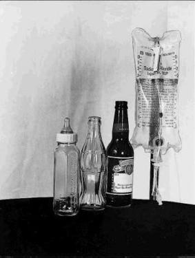 Увидела картинку: Жизнь суммируется 4-мя бутылками: