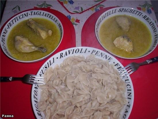 После, как голушки сварились закидываем их на дуршлаг Ну и все, кладем соус с курицей в отдельную т... - 2