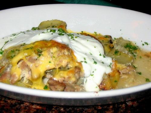 Мясо по-французски со сметаной Мясо отварное нарезанное соломкой, картофель отварной нарезанный кру...