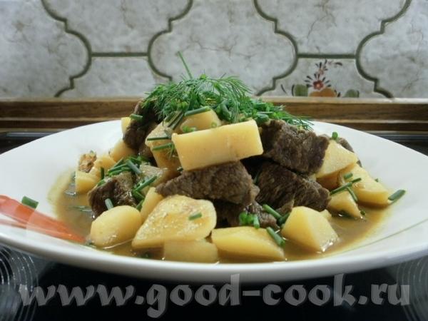 Тушеная картошечка с мясом а-ля гуляш (добавляла приправу для венгерского гуляша во время тушения)...