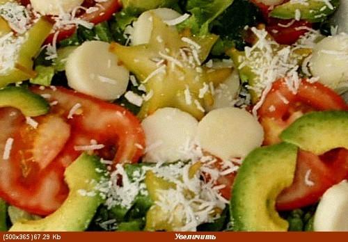 Листья салата, тертая(крупно) морковка, огурчики маринованные, сливы, хамон (ветчина), сыр 4 яйца в... - 3