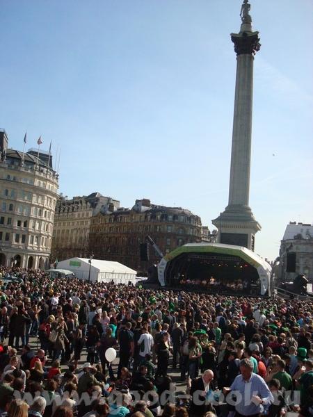 в результате ирландцы считают трехлистный клевер символом своего государства, каждый год проводят п... - 2