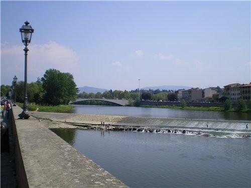 Это река во Флоренции