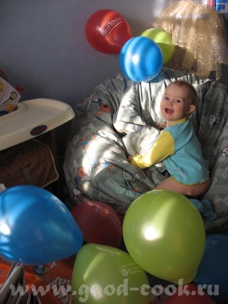 Маленький фотоотчетик с Анниного годовасия Помогала надувать надутые шарики Чудный денек во всех от...