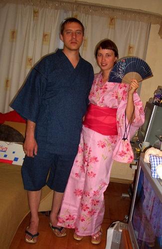 У мя такая большая приятность,друг из Японии прислал в подарок кимоно и шлепанцы мне и моему другу... - 2