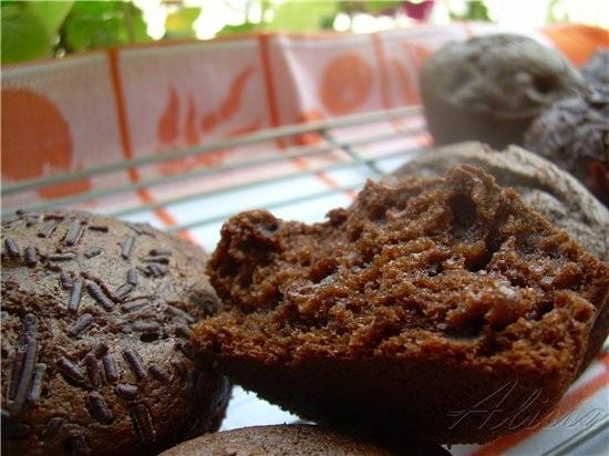 Шоколадные маффины с вишней - 2