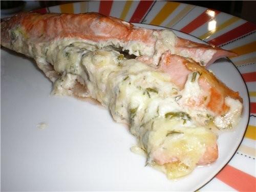 Запеченая форель Делаем у стейка надрез, как кормашек, выкладываем туда начинку (сыр тертый с чесно...